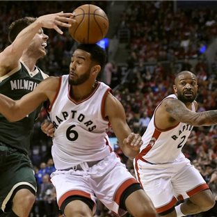 Zo zápasu Milwaukee Bucks a Toronto Raptors